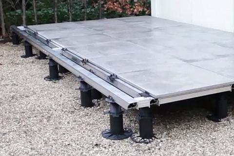 Terrassen Beispiel von Stelzlager HiLo Fix mit Keramikplatten.